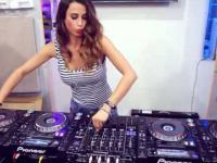 Seksowna pani DJ
