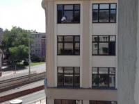 Odważne kobiety myją okna w Urzędzie Statystycznym we Wrocławiu