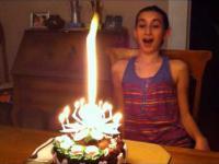 Bardzo ciekawa świeczka na torcie