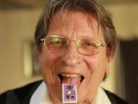 Człowiek, którego olśniły znaczki