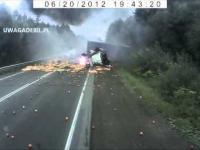 Wypadek - rozpędzona ciężarówka niszczy wszystko na swojej drodze