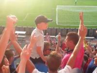Młody Casual PSV Eindhoven prowadzi doping.
