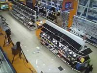 Szaleniec demoluje sklep ze sprzętem RYTV
