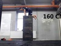 Skok na rękach ze 160cm - Rekord Świata