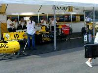 hymn Polski wykonany bolidem Renault F1