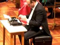 Utwór grany na maszynie do pisania.