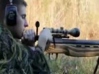 Strzał z 50 kalibrowego karabinu w arbuza