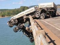 Wrak ciężarówki: Wypadki i kolizje drogowe