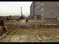 Absurdy PRL O budowie drogi