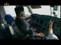 Kim Jong Un pilotuje samolot