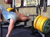 Wyciskanie leżąc - Trening szyi