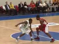 Niesamowite zagranie w rosyjskiej lidze koszykówki