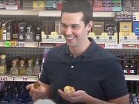 Michael Carbonaro wkręca klientów sklepu