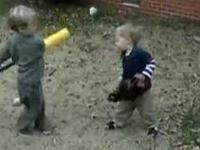 Kij do bejsbolu kontra mały brat