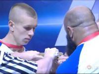 110kg facet z Kaukazu kontra 70kg chłopak z Rosji