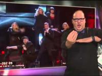 Tłumacz języka migowego kradnie telewizyjne show
