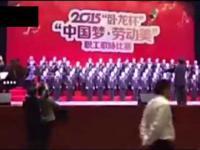 Scena załamuje się pod chińskim chórem policji