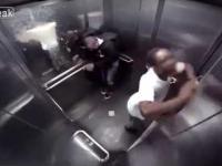Zachciało mu się nagle w windzie