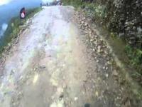 Nieudana próba skoku z urwiska na rowerze