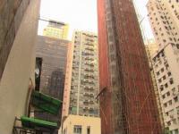 Na takich rusztowaniach pracuje się w Hong Kongu