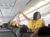 Roztańczone stewardessy umilą każdy lot