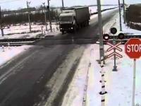 Gołoledź uniemożliwia ciężarówce zatrzymanie się przed przejazdem o centymetry