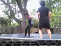 Akrobacje na trampolinie