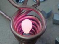Topienie metalu w polu magnetycznym.