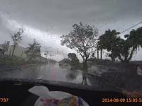Silne tornado uchwycone przez rejestrator porywa samochód