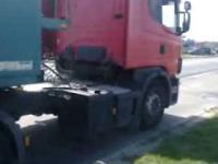20-latek za kierownicą ciężarówki