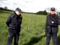 Arogancka policjantka bez legitymacji zatrzymuje dziennikarzy