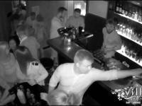 Mały niefart w barze