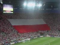 Ogromna biało-czerwona flaga zasłoniła trybunę we Wrocławiu