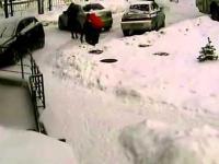 Dwie kobiety parkują samochód