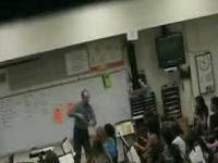 Nauczyciel traci panowanie nad sobą