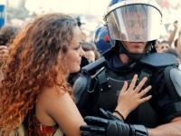 Najwspanialsze Momenty Ludzkiego Współczucia w Obliczu Przemocy
