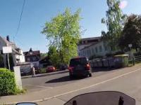 Kierowca celowo potrąca skuter następnie ucieka