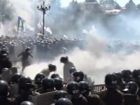 Podczas demonstracji  w Kijowie w stronę milicyjnego kordonu rzucono granatem.