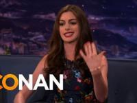 Ann Hathaway rapuje