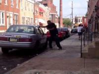 Dzielny afroamerykanin kontra rasistowski samochód