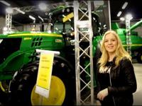 Dziewczyna o traktorach