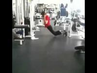 Idiota na siłowni