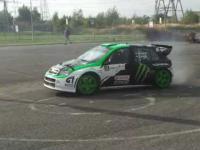 Drift rajdową Skodą WRC pod Tesco:)