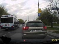 wyprzedzanie na podwójnej ciągłej i skrzyżowaniu - autobus MPK Kraków