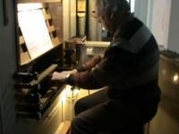 Ben Middeldorp gra na organach kościelnych