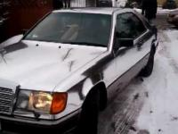 Mercedes oklejony folią typu chrom