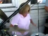 Szalona mama na perkusji