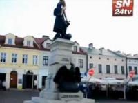 Golas wszedł na pomnik w Rzeszowie