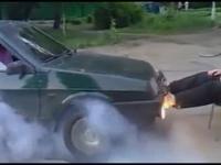 Człowiek kontra samochód, czyli najsilniejsze nogi w Rosji