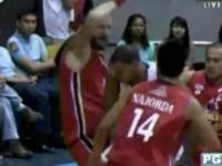 Brutalny faul podczas meczu koszykówki?